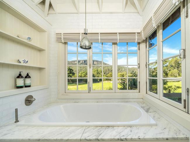 Inside Karl Stefanovic's waterfront mansion, 38A Scotts Rd, Jaw-dropping Highlands estate perfect for lockdowns