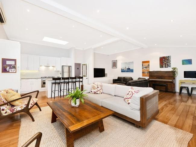 10 days on the market ,  Inside Karl Stefanovic's waterfront mansion, 44 Canonbury Grove