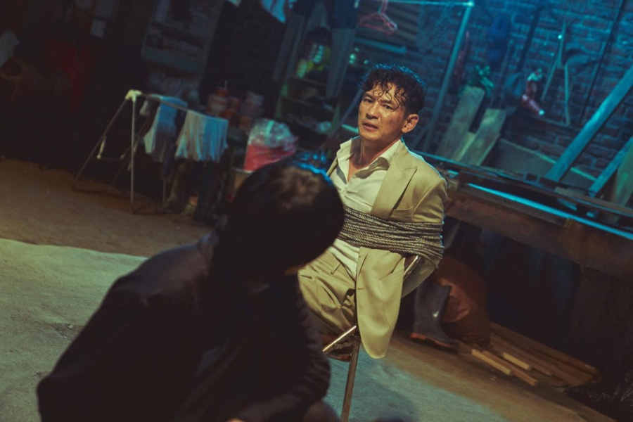 Seasoned actor Hwang Jung-min set to return to silver screen with 'Hostage'