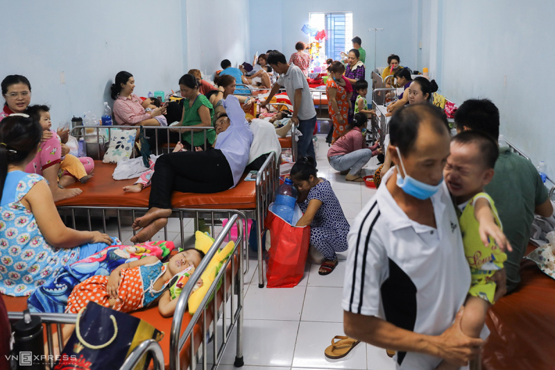 hand, foot, and mouth disease, HFMD, child patients, children disease, HCMC children hospital, healthcare, hospital crowds