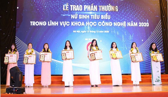 HCMC, scientific awards, female students, IT, electrical and electronic engineering, mechanics