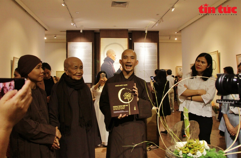 Thich Nhat Hanh, Vietnamese calligraphy, Exhibition in Hanoi, Huong Thom Que Me, Thich Nhat Hanh, Vietnamese calligraphy, Exhibition in Hanoi, Huong Thom Que Me