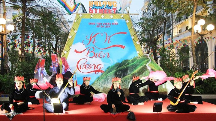 Ha Long street festival features local cultural heritage