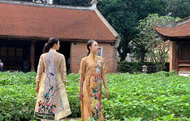 fashion designers, ao dai, Vietnamese traditional dress, Temple of Literature, ao dai designer, vietnam news agency, fashion designers, ao dai, Vietnamese traditional dress, Temple of Literature, ao dai designer, vietnamplus, vietnam news agency,