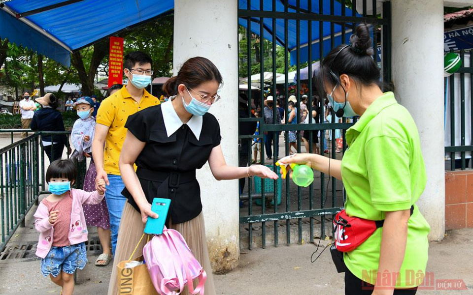Hanoi authorities require safety in COVID-19 quarantine camps