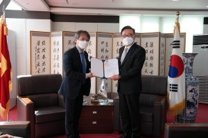 Appointment decision presented to Honorary Consul General in RoK