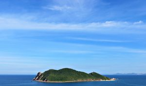 Uninhabited island lures curious adventurers to Phu Yen