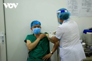 More than 100,000 Vietnamese people vaccinated against SARS-CoV-2