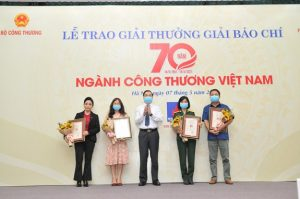 Journalistic works on Vietnam's trade and industry honored