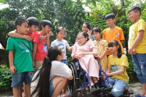 Vietnamese woman with 'brittle bone' disease offers free classes to disadvantaged youths