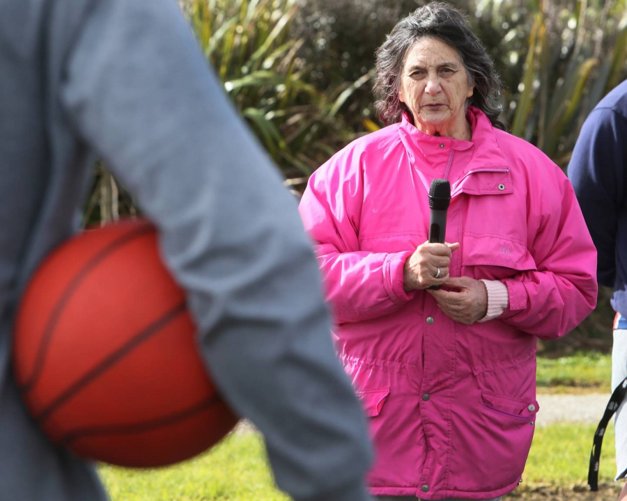 Kiwi basketball great Tom Abercrombie shoots hoops with Northland kids in Poroti