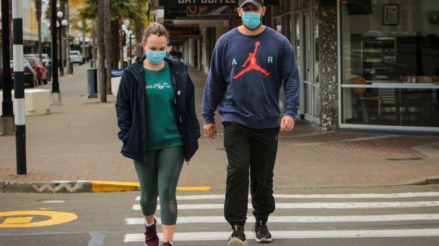 Auckland newlyweds pick Napier for lockdown stroll