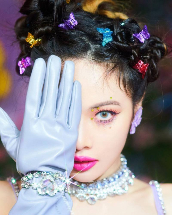 """""""contract length"""" and """"unfair profit distribution"""", talented singer Hyuna, a huge drug scandal, MAMA (the Mnet Asian Music Awards), Facebook, Instagram, YouTube, Twitter"""
