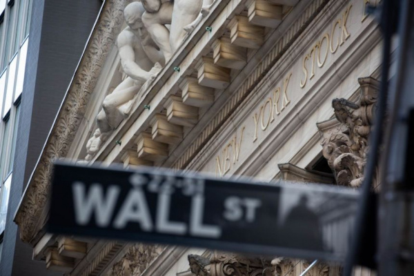 Dow Jones, S&P 500 end with gains up after bumpy week, but Nike drags