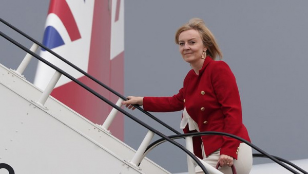 Liz Truss visits Mexico to push for UK to join 11-member international trade pact