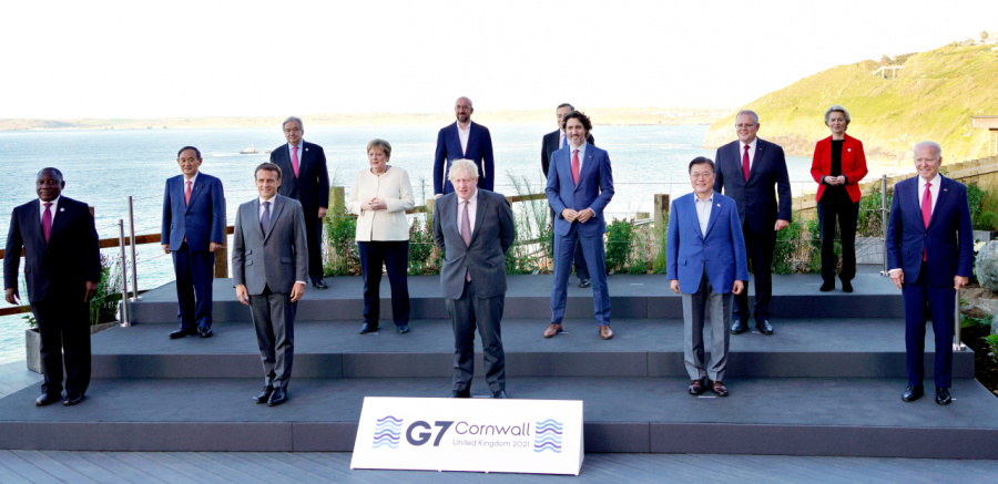 Moon meets Suga at G-7, but bilateral session not in the cards