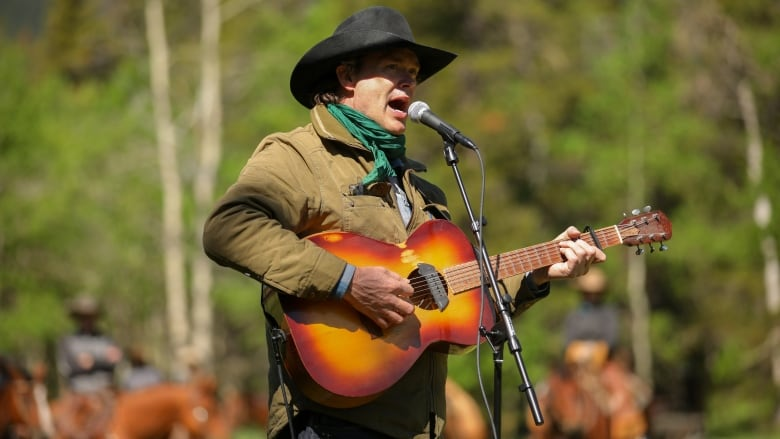 Singer-songwriter Corb Lund and 30 Alberta landowners hold coal mining protest concert